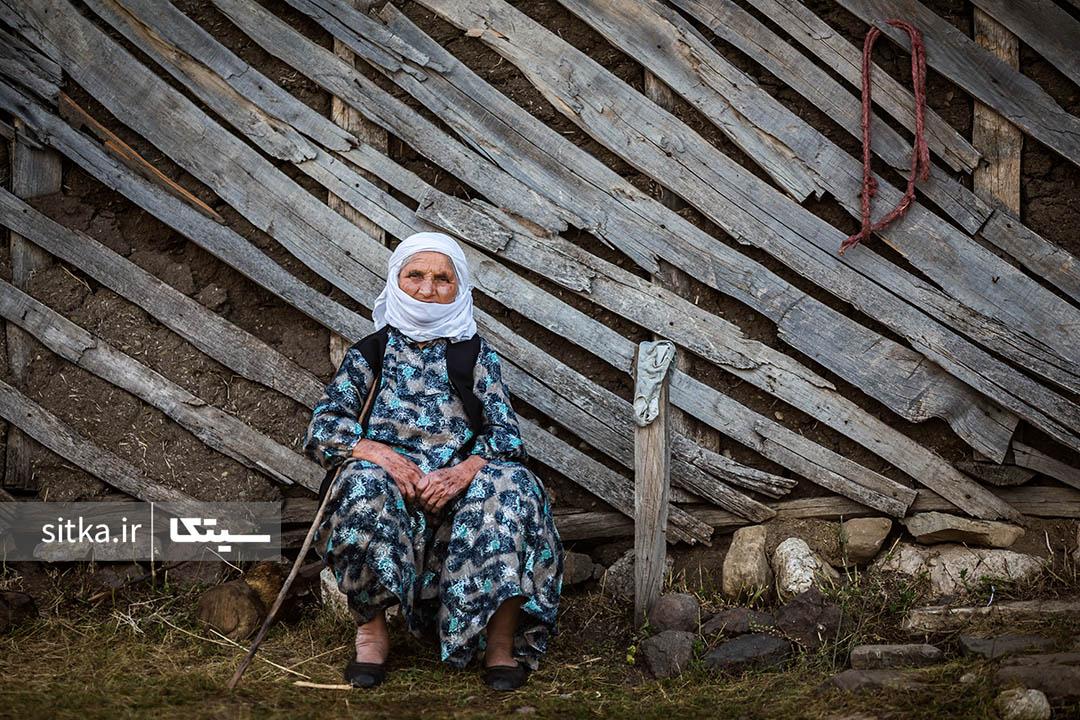 پیرزن روستایی